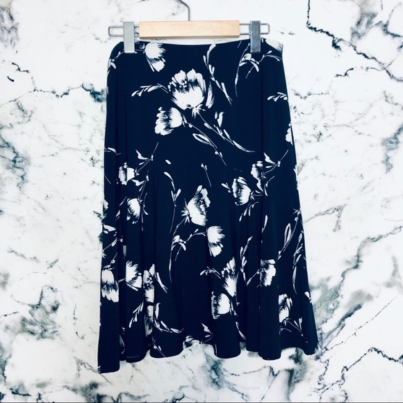 🌼3/$25🌼Chaps Flounce Skirt Navy Floral Small